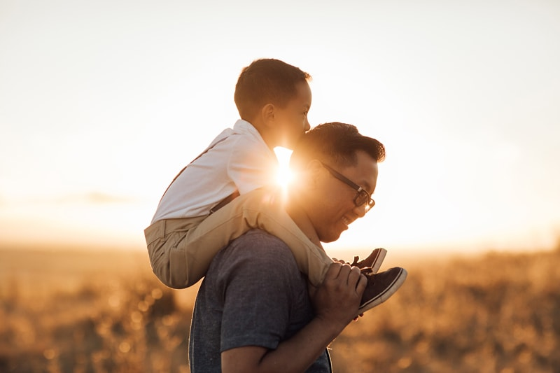 Sonoma Family Photography, father with son on his shoulders